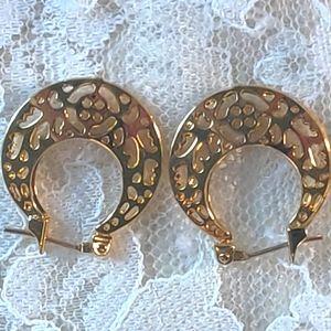 Vintage Trifari gold earrings.